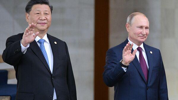 Prezident RF Vladimir Putin i predsedatel Kitayskoy Narodnoy Respubliki (KNR) Si Tszinpin - Sputnik Oʻzbekiston