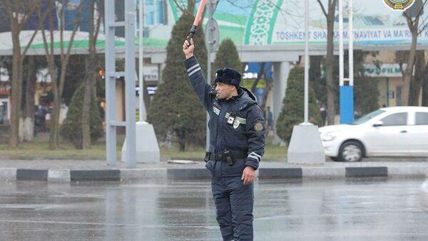 Инспекторам ДПС в Ташкенте в качестве эксперимента выдали новую форму - Sputnik Узбекистан