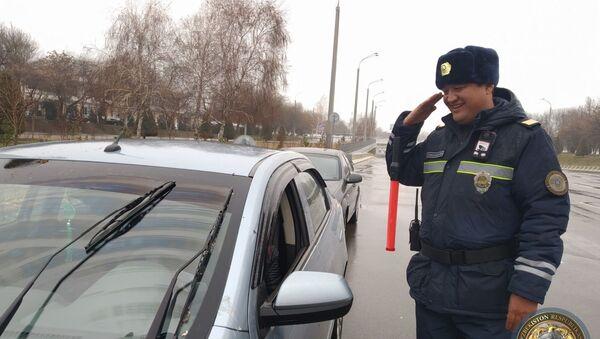Инспекторам ДПС в Ташкенте в качестве эксперимента выдали новую форму - Sputnik Ўзбекистон