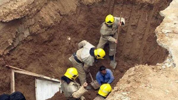 В Кашкадарье засыпало землей мужчин, которые капали яму для туалета - Sputnik Узбекистан