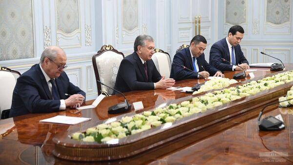 Президент Республики Узбекистан Шавкат Мирзиёев 18 февраля встретился с делегацией Венгрии во главе с министром внешнеэкономических связей и иностранных дел Петером Сийярто - Sputnik Ўзбекистон