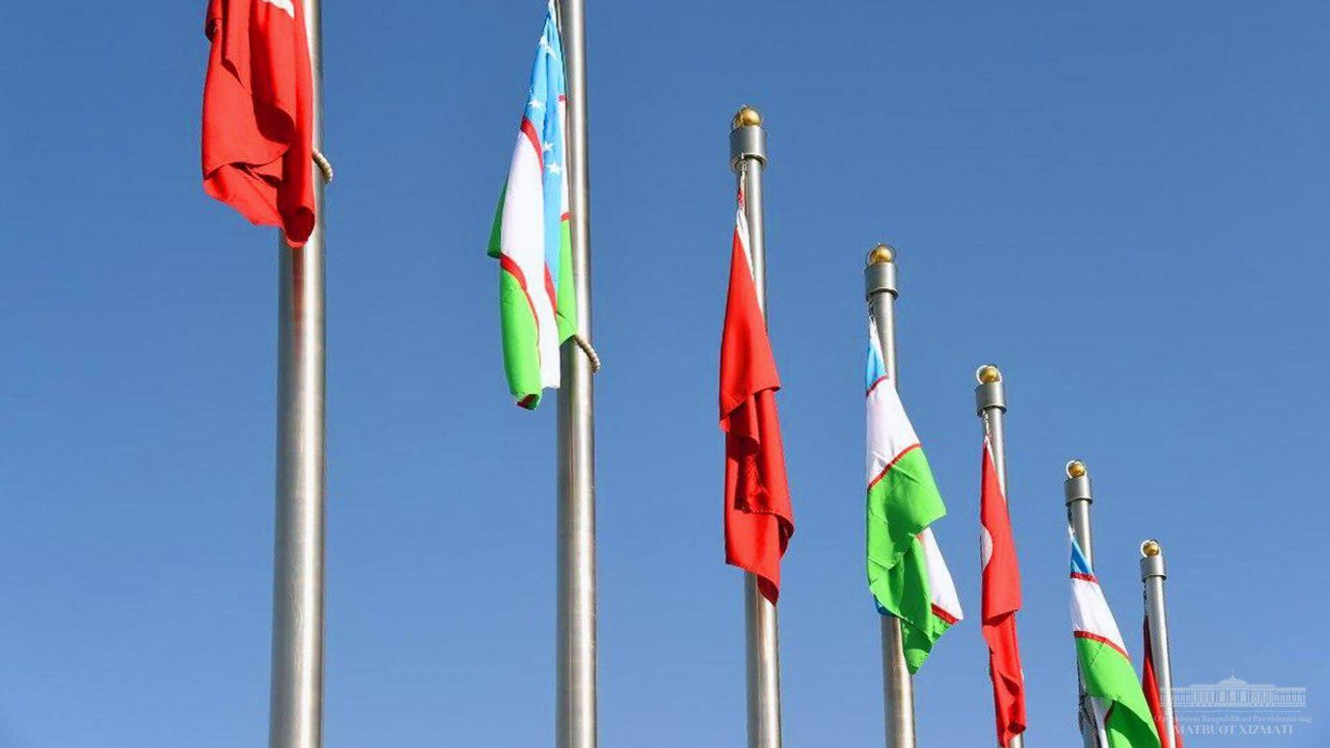 Президент Узбекистана Шавкат Мирзиёев прибыл в Турцию с визитом - Sputnik Узбекистан, 1920, 26.02.2021