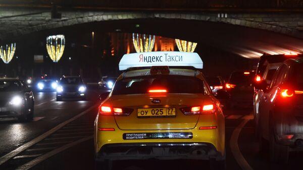 Автомобиль службы Яндекс Такси. - Sputnik Ўзбекистон