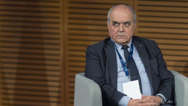 Экс-глава службы экономической разведки Франции Ален Жюйе  - Sputnik Узбекистан