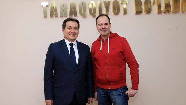 Разработчик игры Angry Birds Питер Вестербака и министр народного образования Узбекистана Шерзод Шерматов - Sputnik Узбекистан