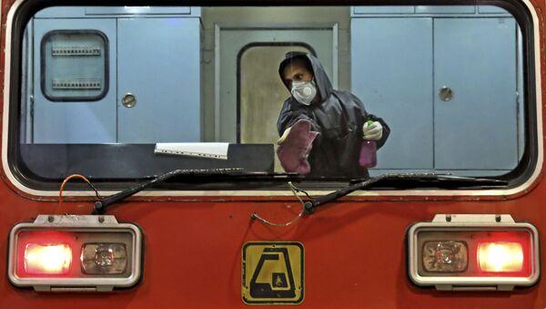 Дезинфекция поезда в Тегеране - Sputnik Ўзбекистон