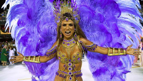 Рио-де-Жанейрода бўлиб ўтган Бразилия карнавали иштирокчиси - Sputnik Ўзбекистон
