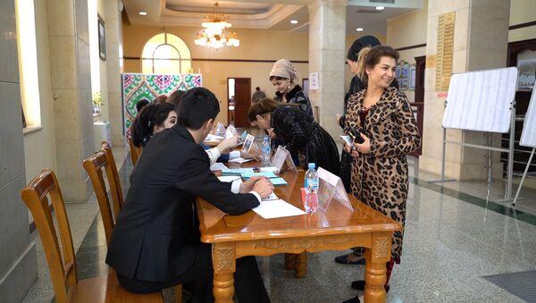 Работа международных наблюдателей на выборах - Sputnik Узбекистан