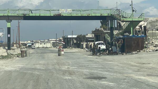 Blokpostы siriyskoy armii na trasse Damask-Aleppo (M5) v provintsii Idlib v Sirii - Sputnik Oʻzbekiston