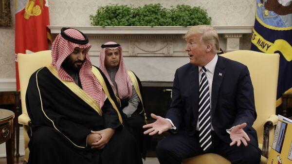 Президент США Дональд Трамп и наследный принц Саудовской Аравии Мухаммед бен Салман во время встречи в Белом доме в Вашингтоне - Sputnik Ўзбекистон