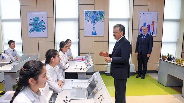 Наше счастье: Шавкат Мирзиёев пообщался с детьми Президентской школы в Хиве - Sputnik Ўзбекистон