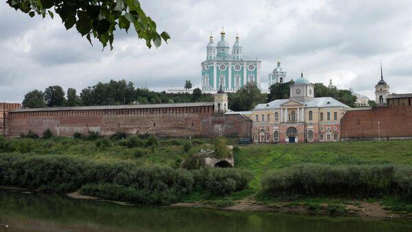 Вид на Соборную гору и крепостную стену Смоленска - Sputnik Ўзбекистон