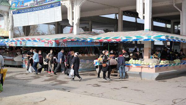 Lyudi na rыnke v Tashkente vo vremya karantina iz-za COVID-19 - Sputnik Oʻzbekiston