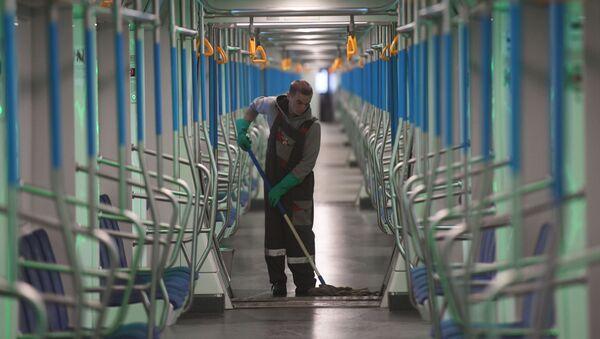 Санитарная обработка вагонов метро в связи с коронавирусом - Sputnik Ўзбекистон