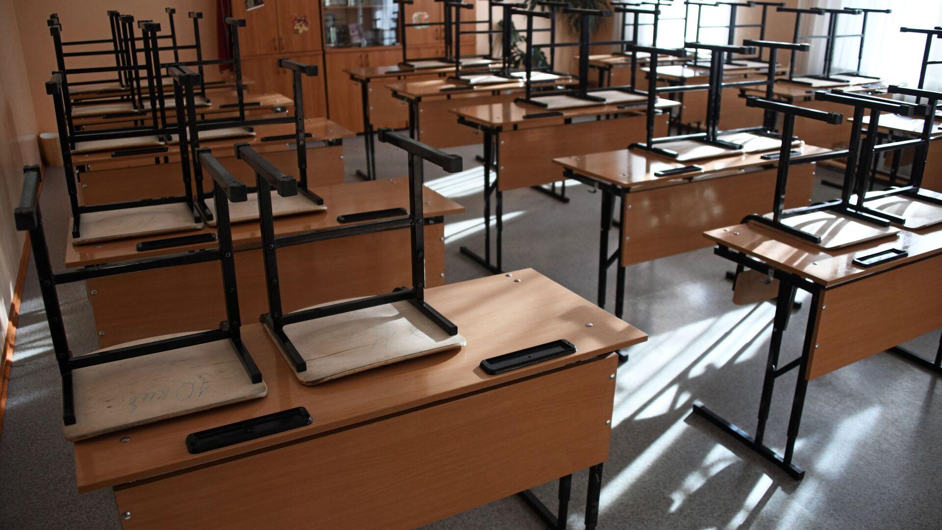 Пустой класс в школе - Sputnik Узбекистан, 1920, 17.09.2021