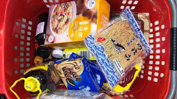 Korzina s produktami v kanadskom supermarkete - Sputnik Oʻzbekiston