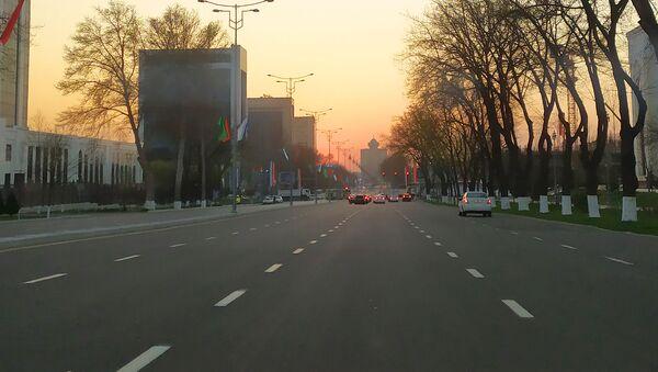 V posledniye 2-3 dnya nizkiy trafik blagodarya chemu pochti net probok - Sputnik Oʻzbekiston