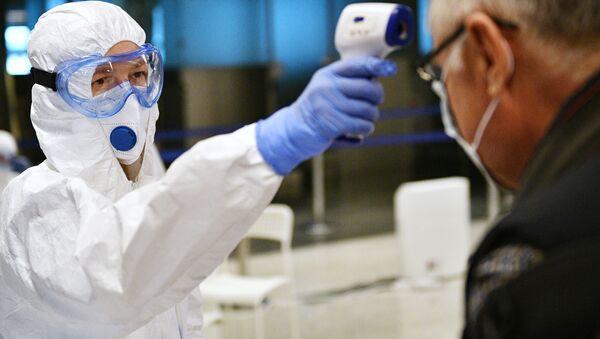 Usileniye sanitarnogo kontrolya v aeroportu Vnukovo v svyazi s koronavirusom - Sputnik Oʻzbekiston