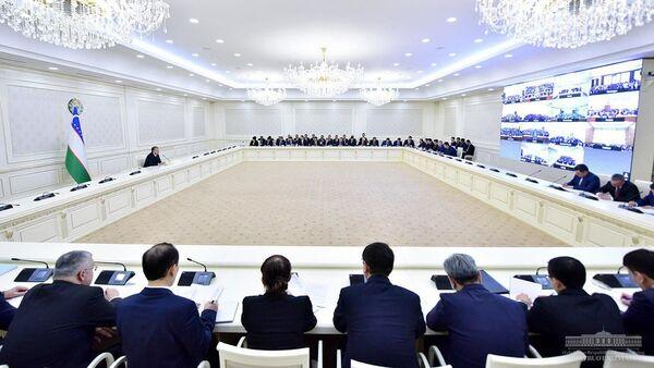 Шавкат Мирзиёев провел видео-селекторное собрание - Sputnik Ўзбекистон
