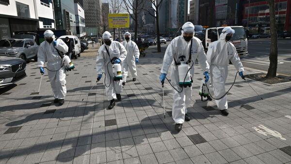 Дезинфекция от коронавируса COVID-19 на улицах южной Кореи, архивное фото - Sputnik Узбекистан