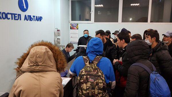 Chast zastryavshix v aeroportu Vnukovo uzbekistantsev razmestili v obщejitii - Sputnik Oʻzbekiston