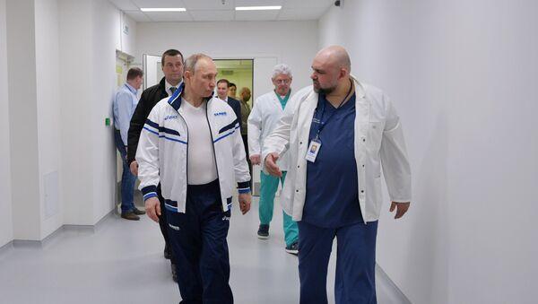 Президент РФ В. Путин посетил больницу в Коммунарке - Sputnik Ўзбекистон