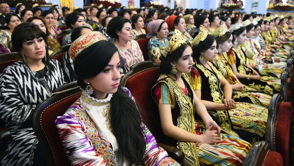 Фестиваль Таджикский атлас и адрас 2020 во дворце Арбоб - Sputnik Ўзбекистон