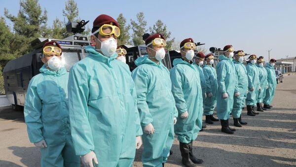 Нацгвардия и сотрудники МВД приступили к дезинфекции улиц Ташкента из-за коронавируса - Sputnik Ўзбекистон