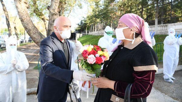 Пациенты, излечившиеся от коронавируса - Sputnik Узбекистан