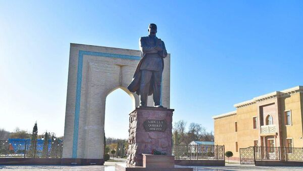 Памятник Абдулле Кадыри - Sputnik Узбекистан