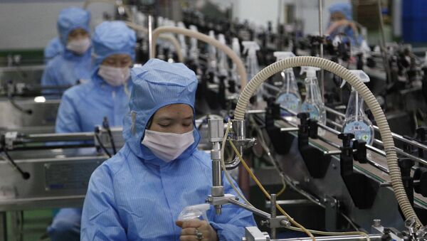 Производство дезинфицирующего средства в Пхеньяне - Sputnik Ўзбекистон