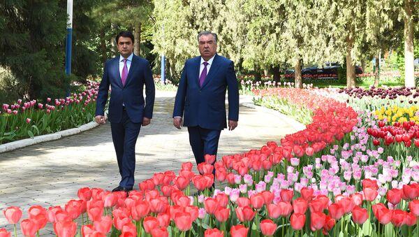 Президент Республики Таджикистан Эмомали Рахмон и мэр города Душанбе Рустам Эмомали - Sputnik Ўзбекистон