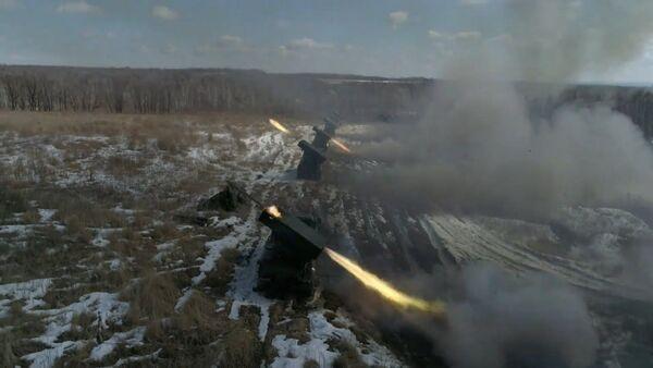 Беспилотник указал «Градам» цель: эффектные кадры учебных стрельб - YouTube - Sputnik Узбекистан