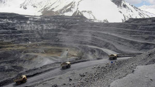 Золотоносный рудник Кумтор в Киргизии - Sputnik Ўзбекистон