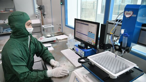 Лаборатория по производству реагентов для экспресс-тестов на коронавирус - Sputnik Узбекистан