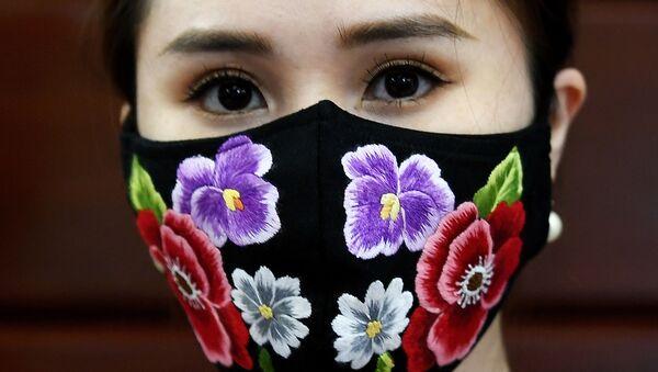 Вьетнамлик дизайнер Do Quyen Hoa кашта тикилган ноёб ниқобларни яратди. 13.04.20 - Sputnik Ўзбекистон