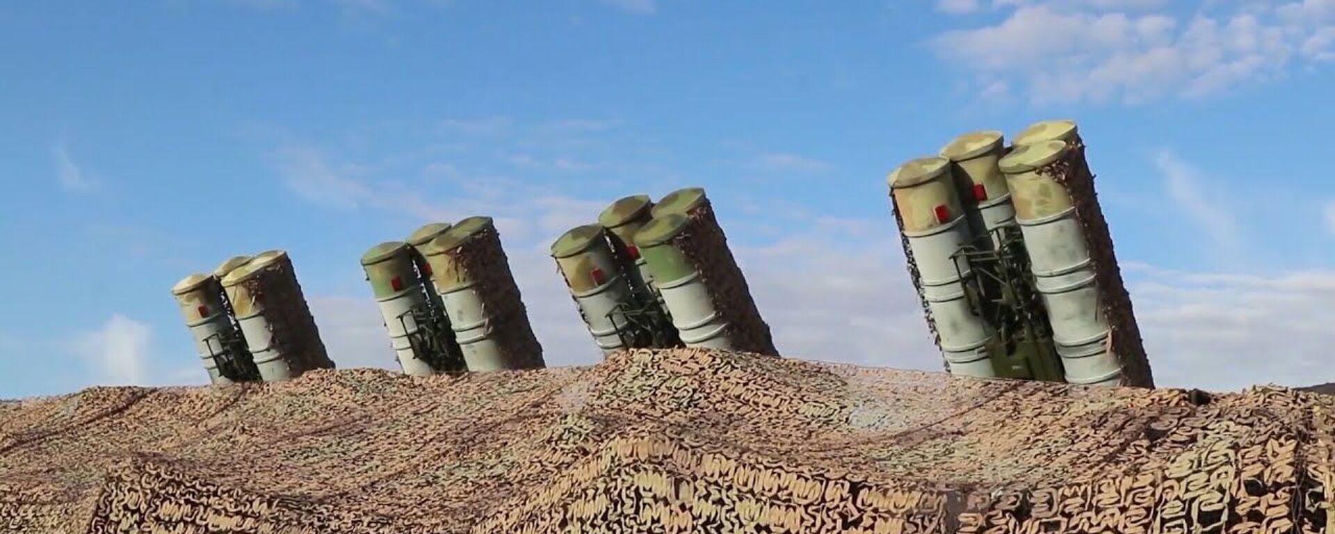 При всех атрибутах противовирусной обороны: учения расчетов ЗРК С-300 в Таджикистане - Sputnik Ўзбекистон, 1920, 30.09.2021