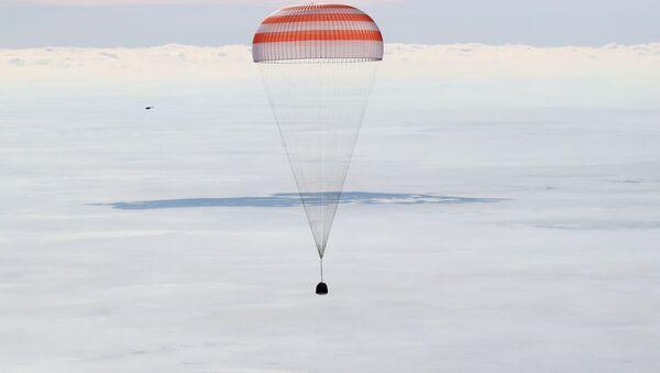 Посадка пилотируемого корабля Союз МС-13 - Sputnik Узбекистан
