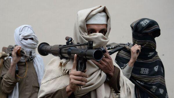 Бывшие боевики Талибана несут свое оружие - Sputnik Ўзбекистон
