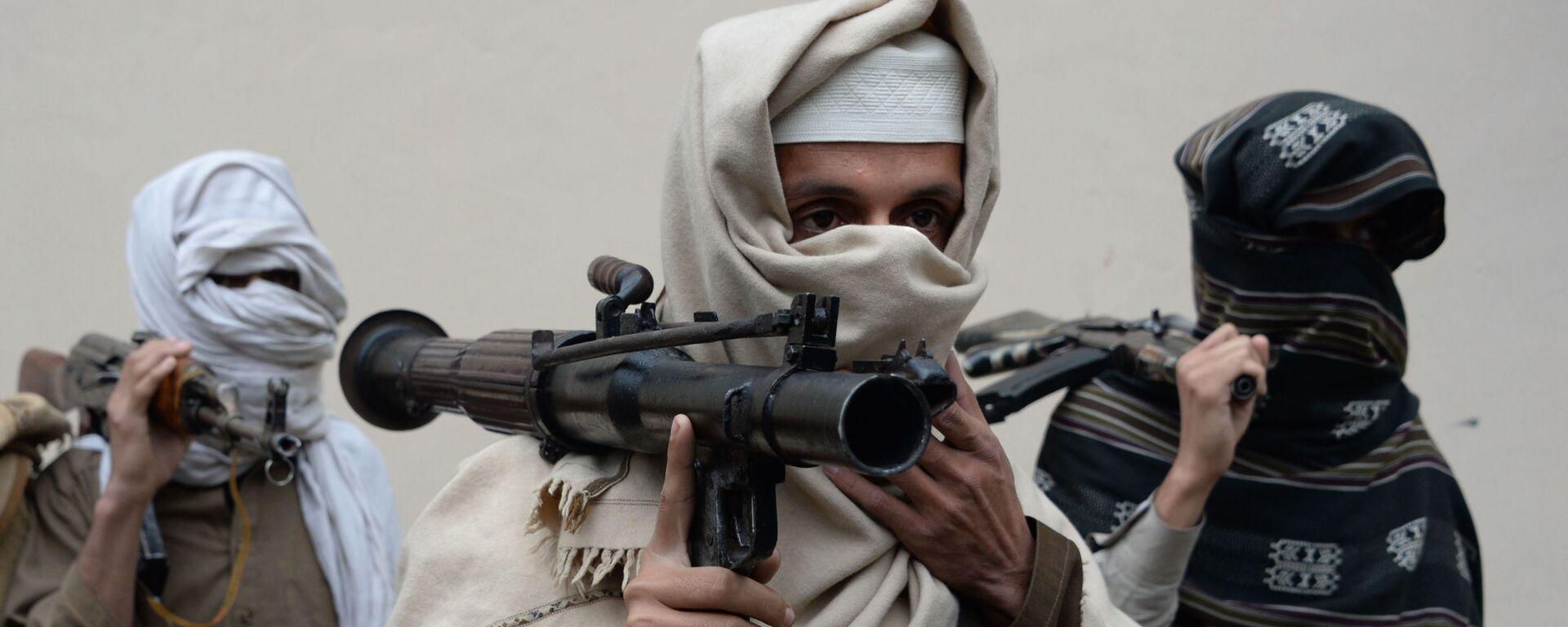 Бывшие боевики Талибана несут свое оружие - Sputnik Ўзбекистон, 1920, 02.06.2020