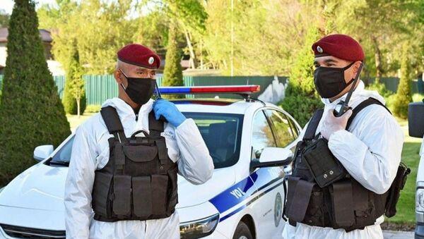 Сотрудникам правоохранительных органов передали специальные комбинезоны для защиты от коронавируса - Sputnik Узбекистан
