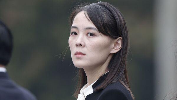 Ким Ё Чжон, сестра лидера Северной Кореи Ким Чен Ын на церемонии возложения венков в мавзолее Хо Ши Мина в Ханое, Вьетнам - Sputnik Узбекистан