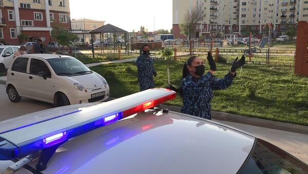 Сотрудники ГУВД Ташкента спели для жителей района Сергели - Sputnik Узбекистан