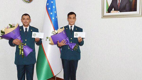 Сотрудники патрульно-постовой службы, оказавшие помощь роженице, поощрены - Sputnik Узбекистан