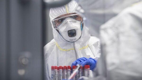 Лаборатория Инвитро начала тестирование на коронавирусную инфекцию  - Sputnik Узбекистан