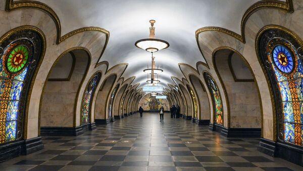 Станция Новослободская Московского метрополитена - Sputnik Узбекистан