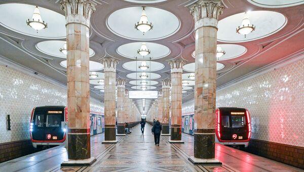 На станции Киевская Филевской линии метро в Москве - Sputnik Ўзбекистон