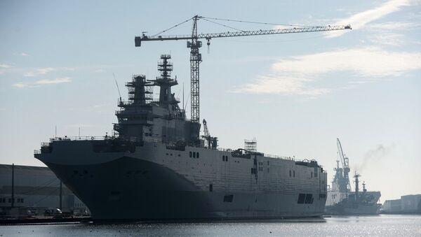 Десантный вертолетоносный корабль-док типа Мистраль - Sputnik Узбекистан