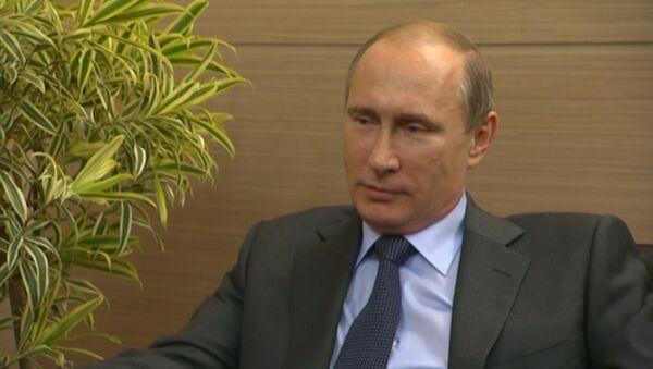 Путин о скандале в ФИФА, знакомстве с Блаттером и имперской политике США - Sputnik Узбекистан