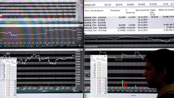 Информационные экраны на бирже - Sputnik Узбекистан
